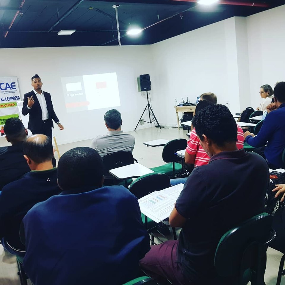Palestra esclareceu empresários sobre e-social